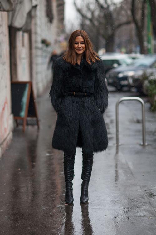 la-modella-mafia-Christine-Centenera-fashion-editor-2013-street-style-Bally-coat.-Alaïa-boots-via-hbz